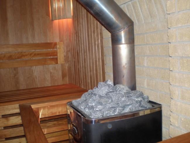 Печь с камнями в сауне