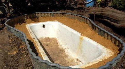 Ванна в качестве емкости для фонтана