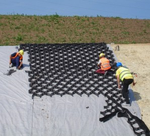 Strengthening of slopes and retaining walls geotextile
