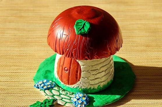 Готовый гипсовый гриб для сада