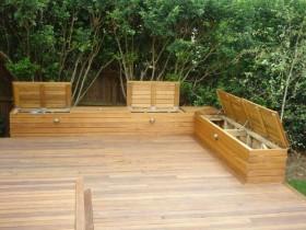 Садовыя лаўкі з адсекам для захоўвання рэчаў