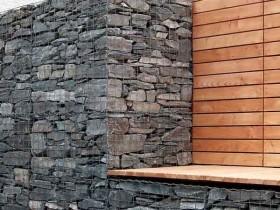 Идея стены и садовой лавки из габионов