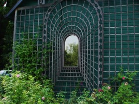 Garden illusion with mirrors