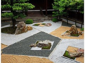 Garden decor with gravel