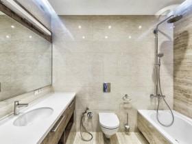 Ванна кімната у світлих тонах