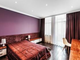 Спальня для девочки подростка в бордовых оттенках