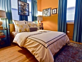 Bedroom in blue and orange tones
