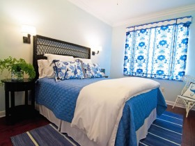 Blue and white bedroom in a Mediterranean style