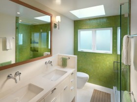 Small bathroom green color