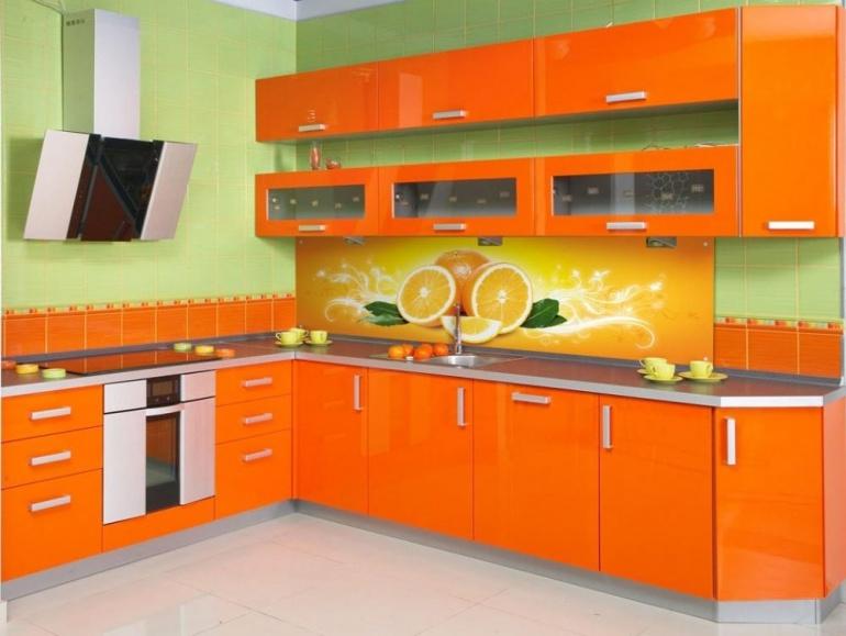 Красная кухня с рисунком фото