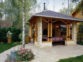 Альтанка з дерева і природного каменю