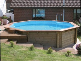 Frame pool with wood
