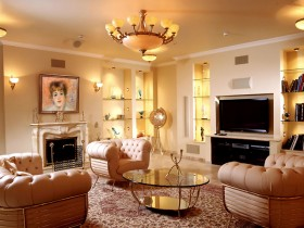 Світла класична вітальня