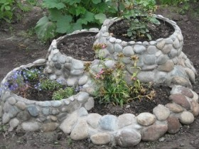 Design idea flower beds with natural stone