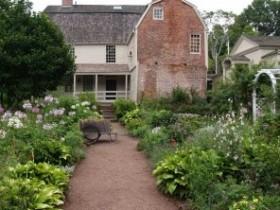 Передний двор в колониальном стиле