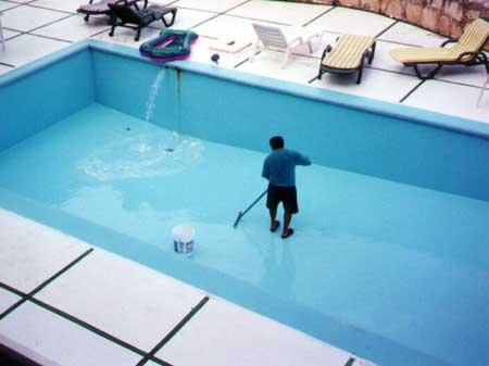 Механическая очистка бассейна