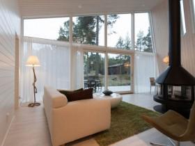 Светлая мебель в коттедже скандинавского стиля