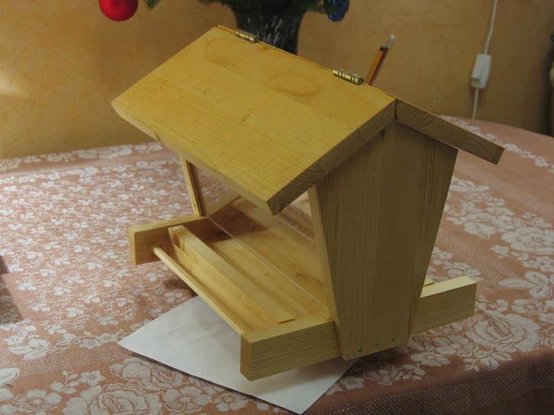 How to make a feeder with your own hands?