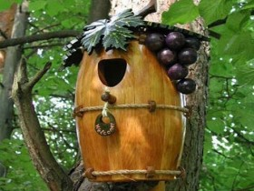 the design of the birdhouse with his own hands