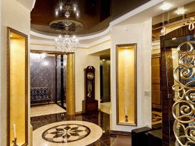 Entrance hall with elements of antique style