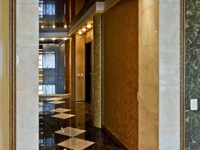 The design of the corridor in a luxury apartment