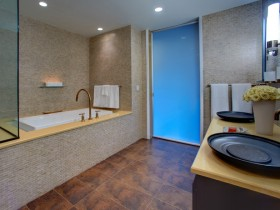 Ванная комната с креативными умывальниками
