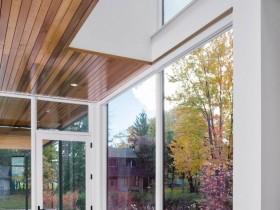 Великі вікна замість стіни в котеджі