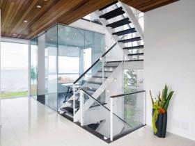 Дизайн сходової площадки в котеджі