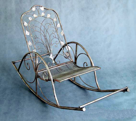 Кресло-качалка из кованого металла