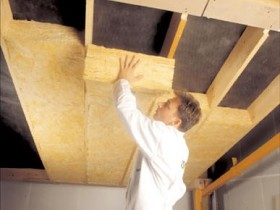 The roof insulation baths with mineral wool