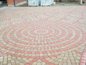 Technology circular paving garden paths and check under the car with pavers