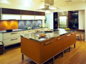 Design of wooden kitchen area with modern range hood