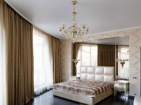 Большая светлая спальня в квартире