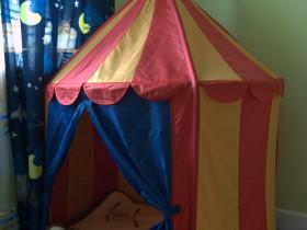 Яскрава ігрова зона для дитини