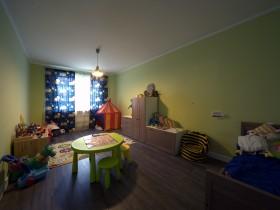 Яскрава дитяча кімната для хлопчика