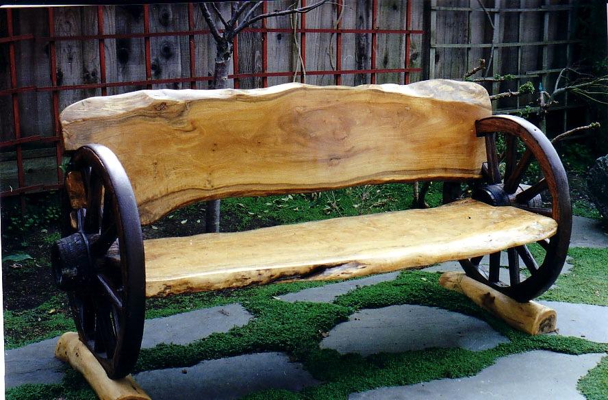 Деревянная лавочка с колесами от