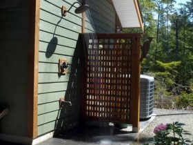 Outdoor shower, enclosed by trellis
