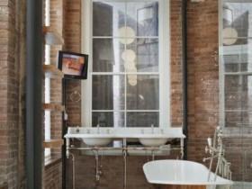 Ванная комната с кирпичными стенами, стиль лофт