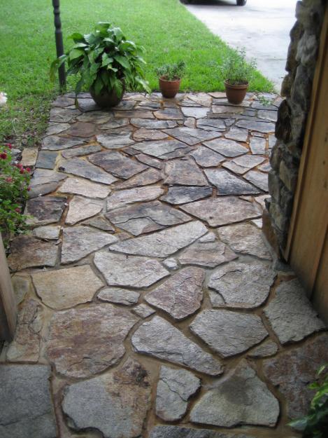 Садовая дорожка из луганского камня
