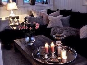 Маленькая темная гостиная