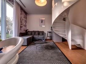 Маленькая гостиная в стиле хай-тек