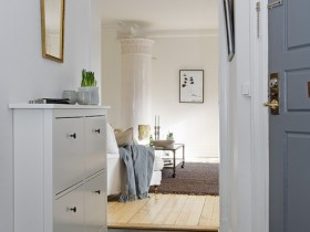 Small white hallway contemporary design