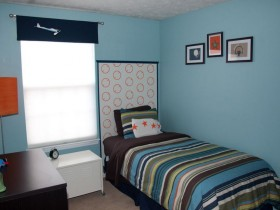 Small bedroom for teenager