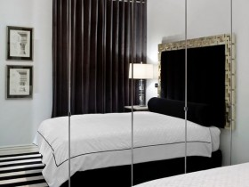 Small bedroom with mirrored wall