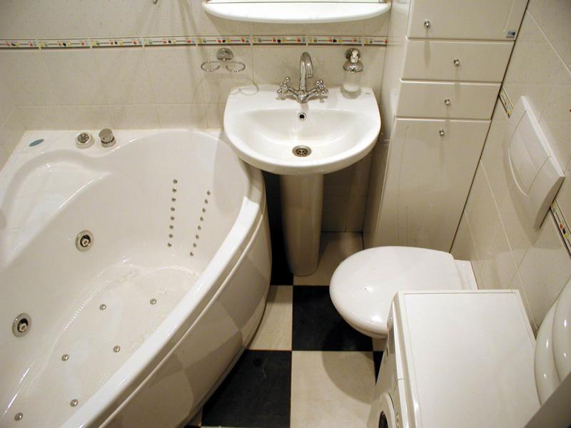 Дизайн маленькой ванны и туалета