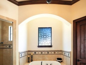 Small bathroom in Oriental style