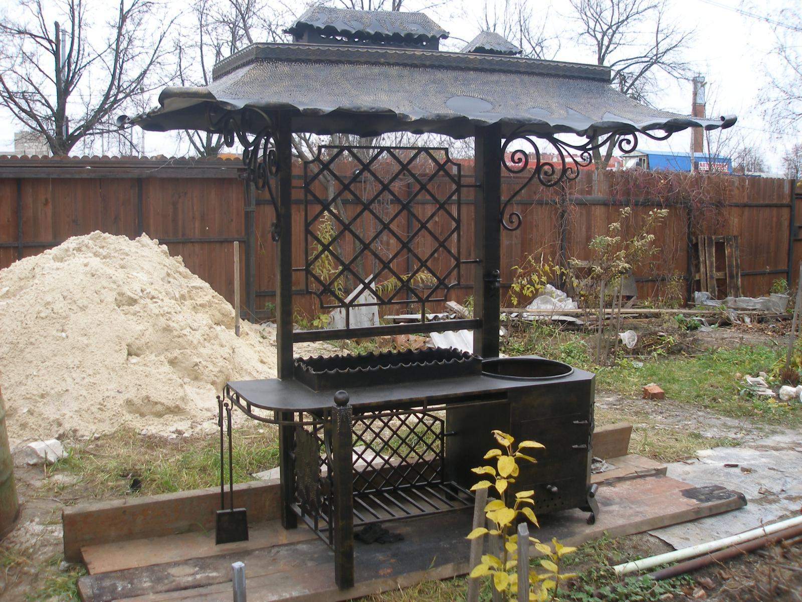Фото мангалов из кирпича с крышей своими руками фото 201