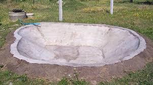 Заливание бетонной чаши для водоема