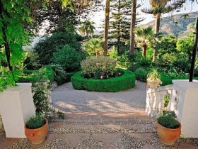 Moorish garden style with their hands
