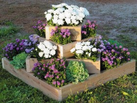 Tiered vase with flowers